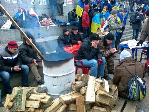 Костер на Майдане Незалежности