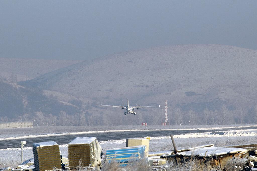 Л-410 RA-67017 взлетает из аэропорта Горно-Алтайска