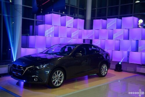Интерактивное граффити и Светодиодные КУБЫ на презентации Mazda3!
