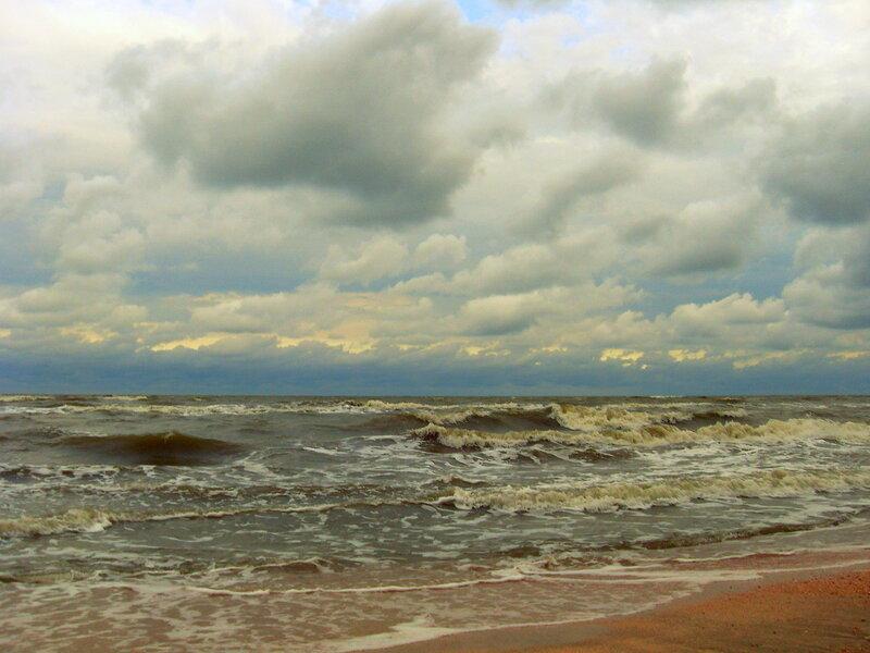Летним утром, у моря неспокойного...