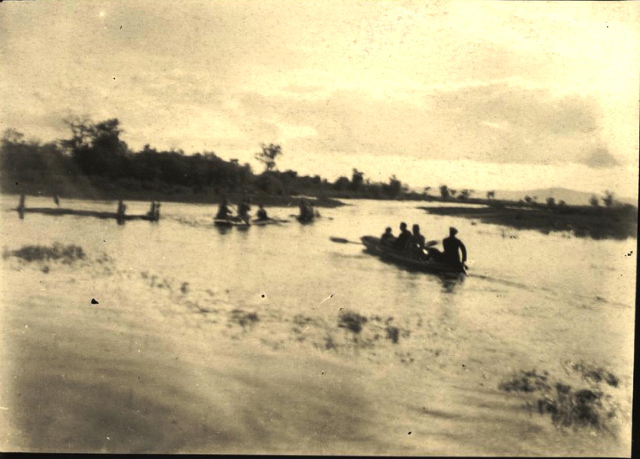Американская экспедиция «Икора» отправляется в лодках вниз по реке Большая Бира