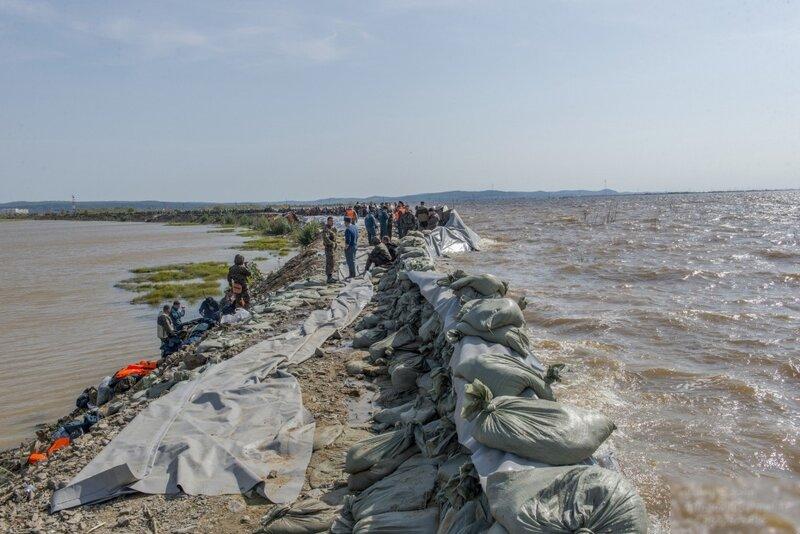 3 место-1. Мощь наводнения. Нас не потопишь - так отстояли г.Комсомольск-на-Амуре. Валерий Сидорин.jpg