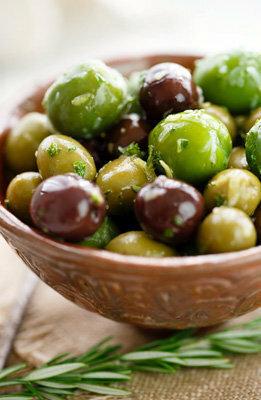 Маринованные маслины и оливки с травами
