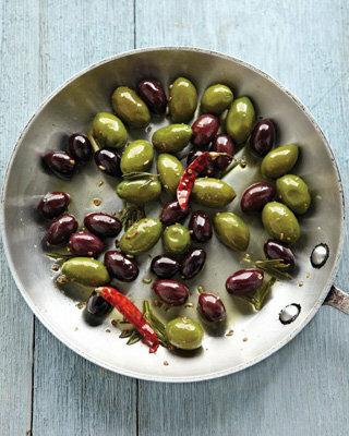 Маринованные маслины и оливки с чили