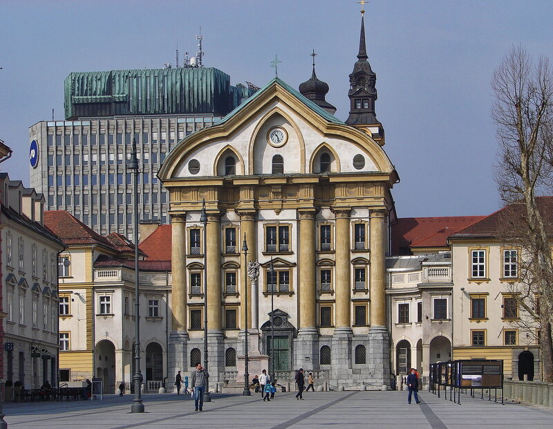Урсулинская церковь Святой Троицы в Любляне