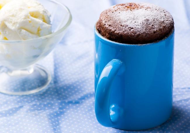 Вам понадобятся: 3ст.л. муки 1ч.л. растворимого кофе (порошок) 2ст.л. какао-порошка 3ст.л. с