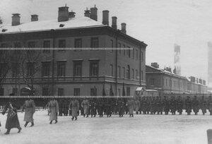 Выход полка из казарм на Звенигородской улице.