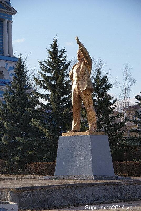 И Ленин такой золотой...