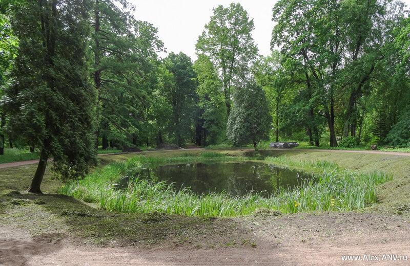 На территории парка нашлось место и для нескольких прудов.