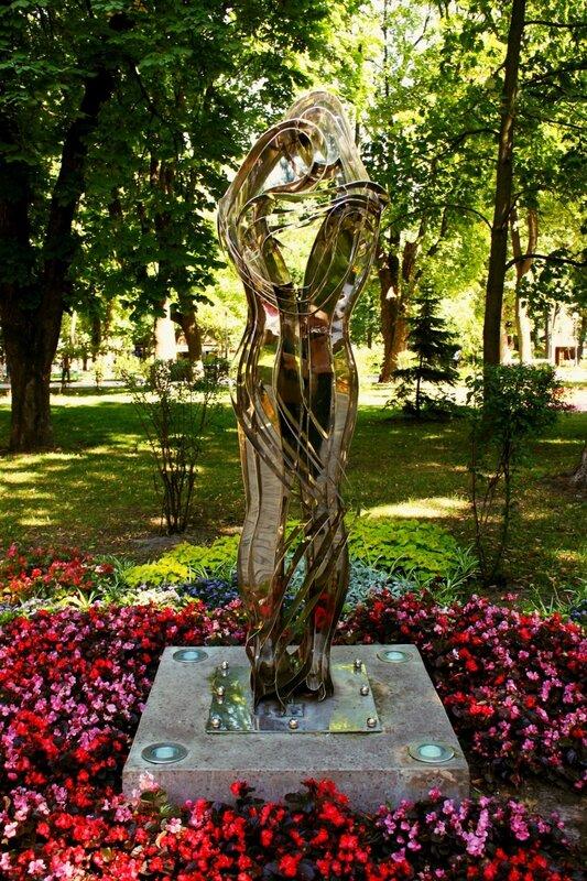 скульптура любовь вселенная парк шевченко киев