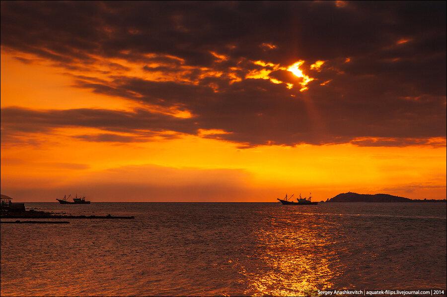 Закат в заливе Санья