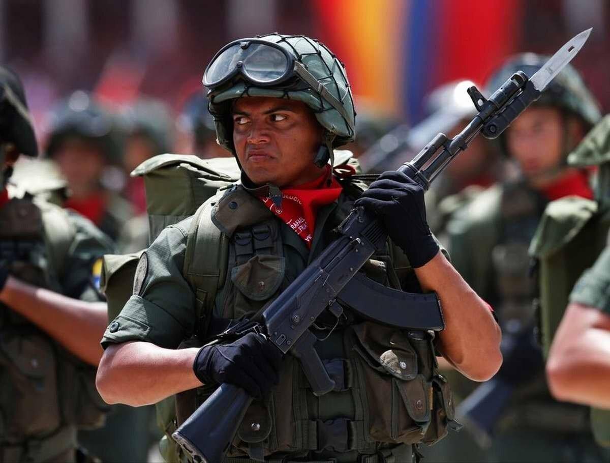 Венесуэла - военный парад, посвященный первой годовщине со дня смерти Уго Чавеса
