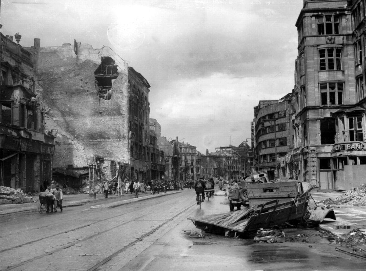 Падение Берлина на фотографиях весны 1945 года (34)