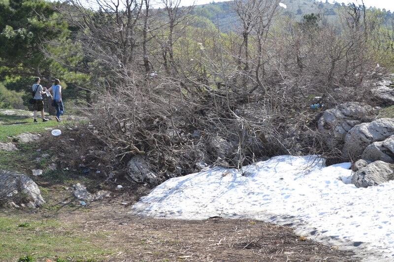 снег на вершине Ай-Петри в мае