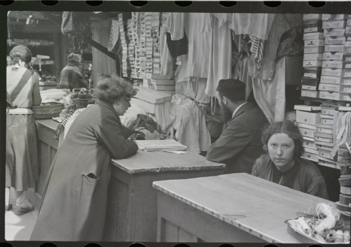 Галантерея на уличном рынке