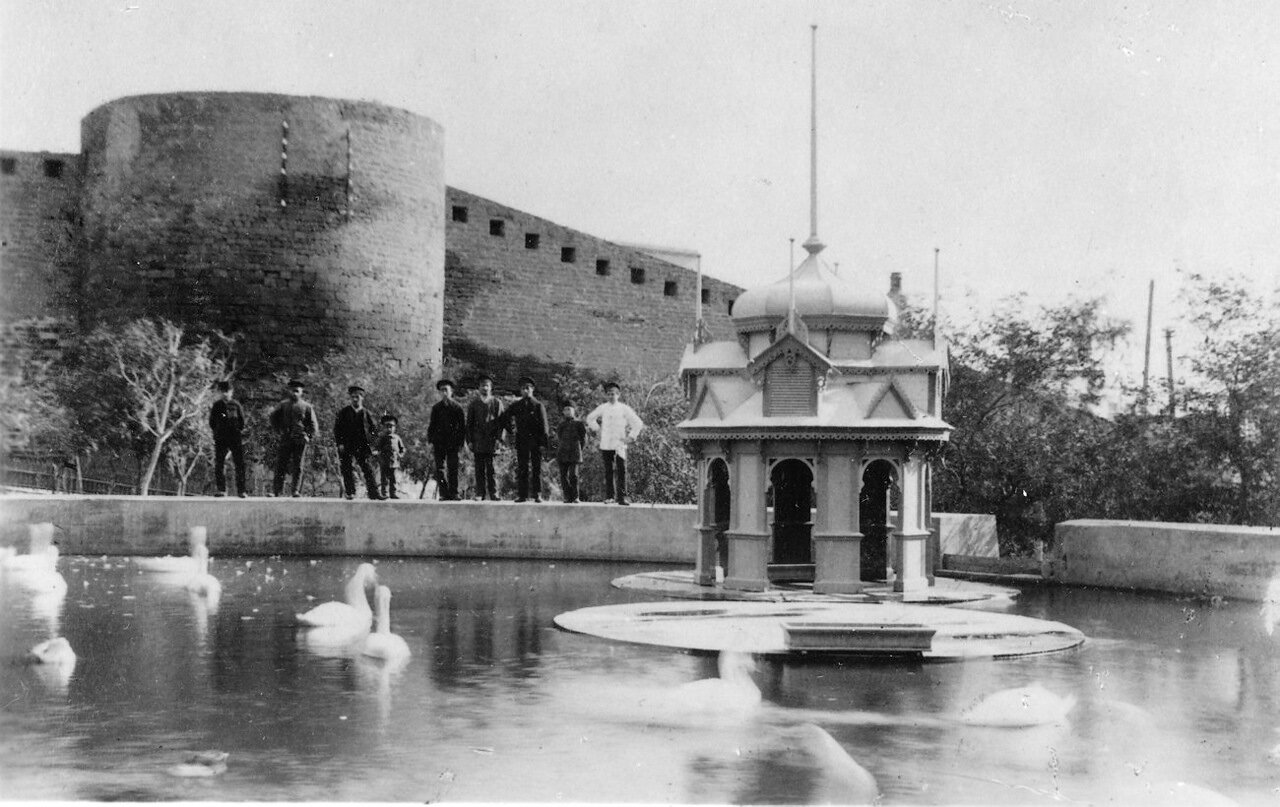 Уголок в городском саду, Баку
