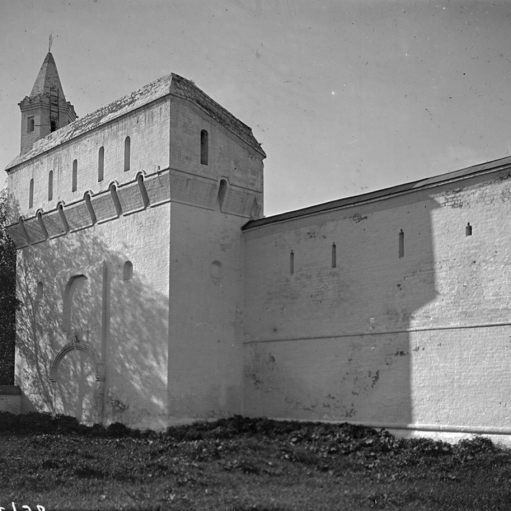 Юго-восточный угол стен Архиерейского дома