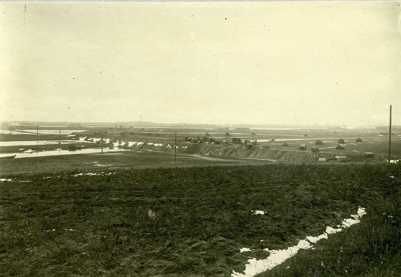 Вид в сторону Новгорода от церкви Спаса Нередицы. 1916