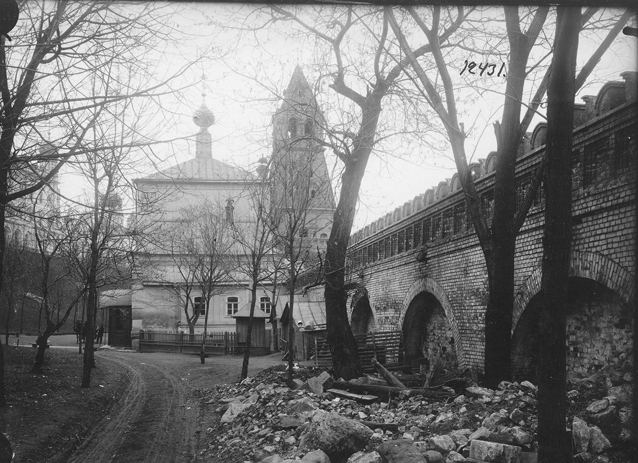 Кремль. Благовещенская церковь и башня