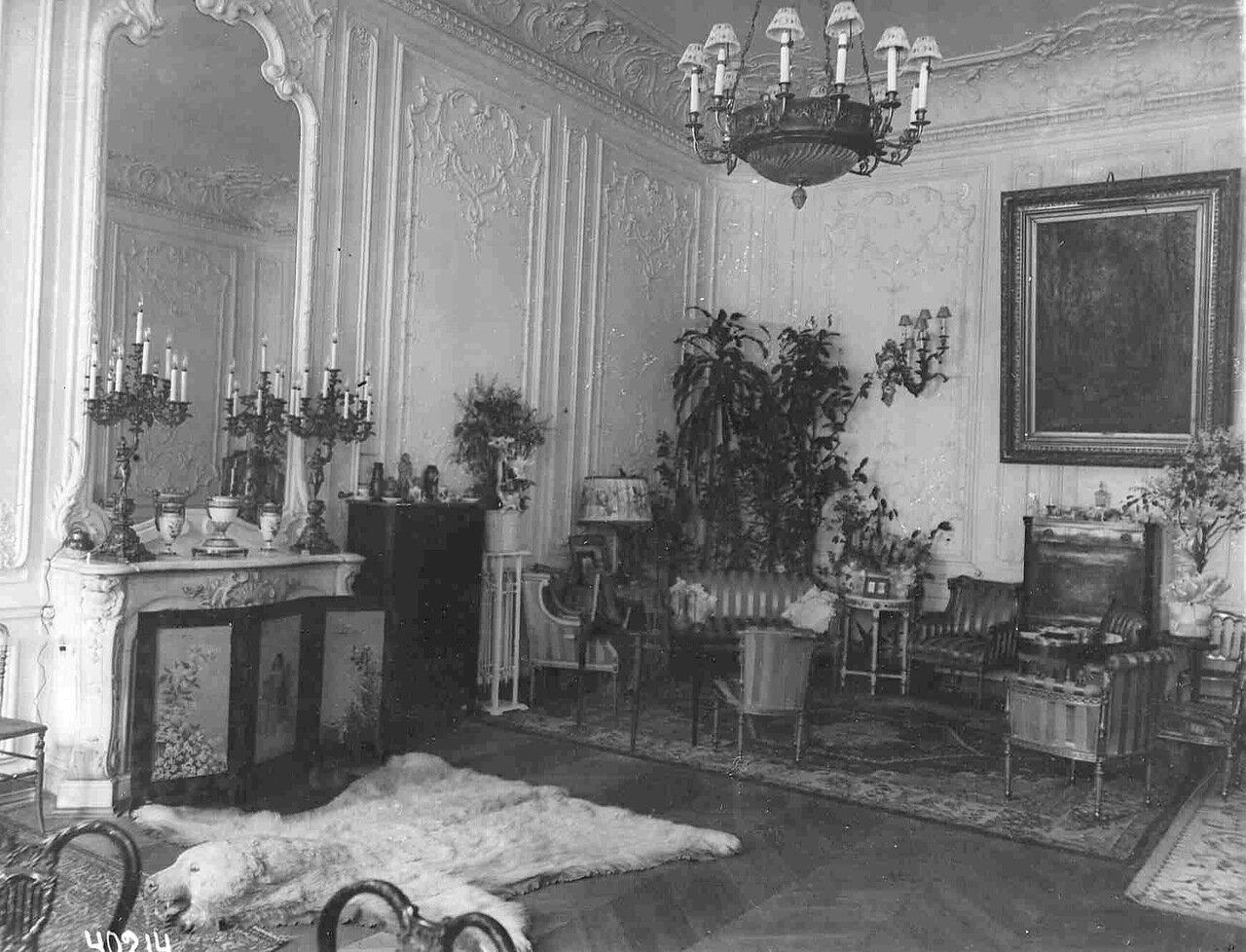 Квартира председателя Совета министров И.Л.Горемыкина (Моховая ул., 31).  Часть зала с камином