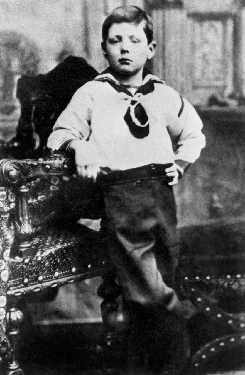 1881. Черчилль в костюмчике моря в семилетнем возрасте