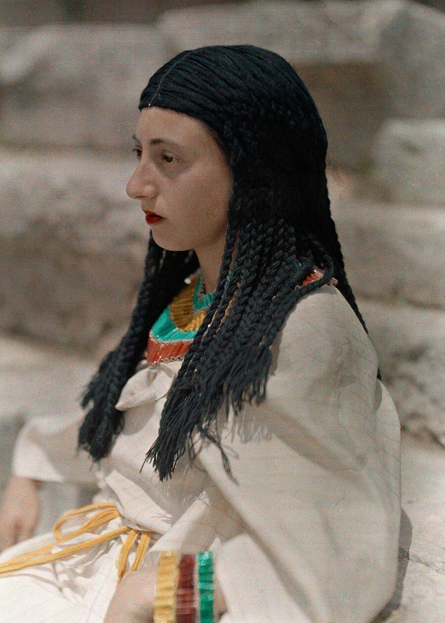1930. Греция. Портрет девушки на горе Парнас