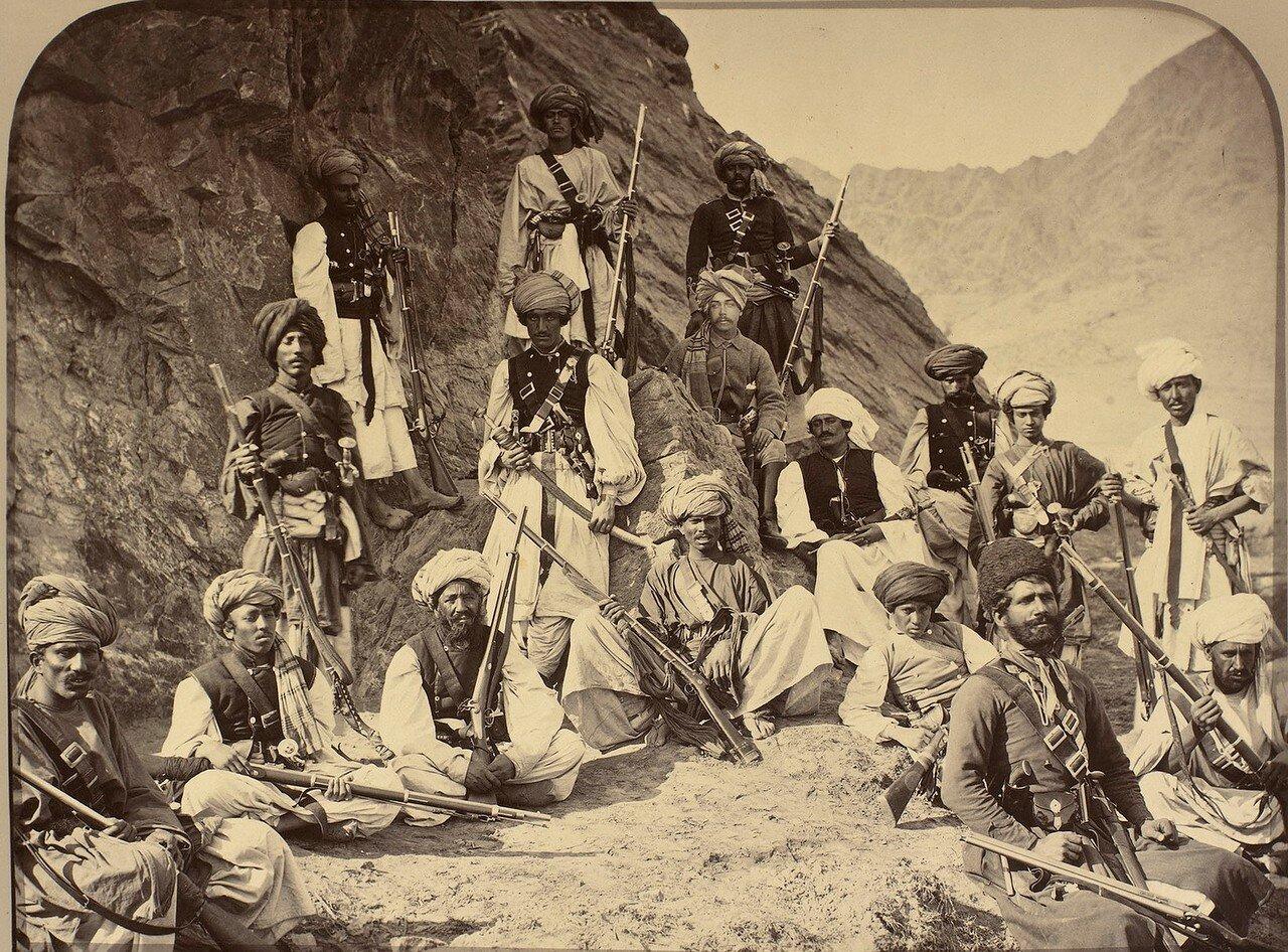 Хан из Лалпура со своими приближенными и полковник сэр Роберт Уорбертон