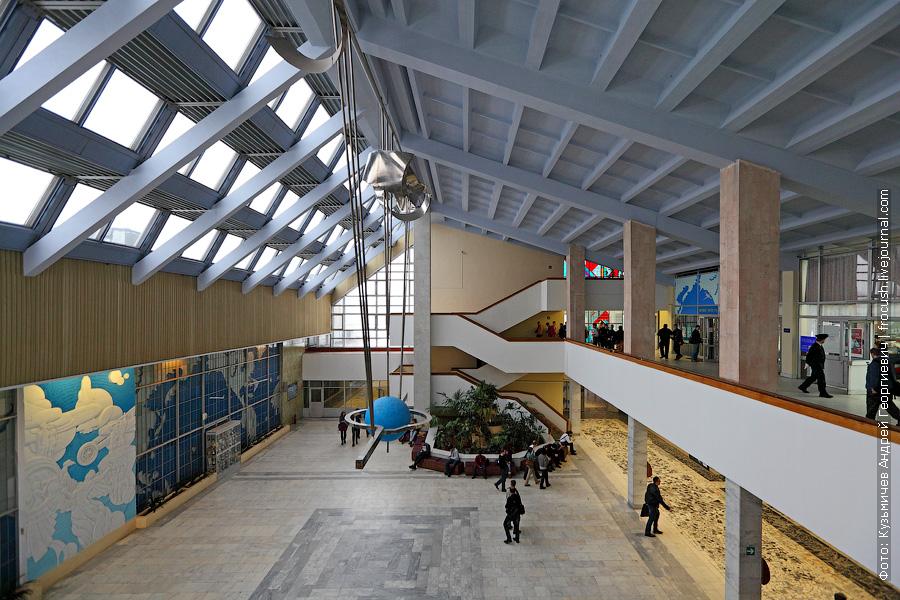 Холл главного здания МГТУ ГА на Кронштадском бульваре, 20