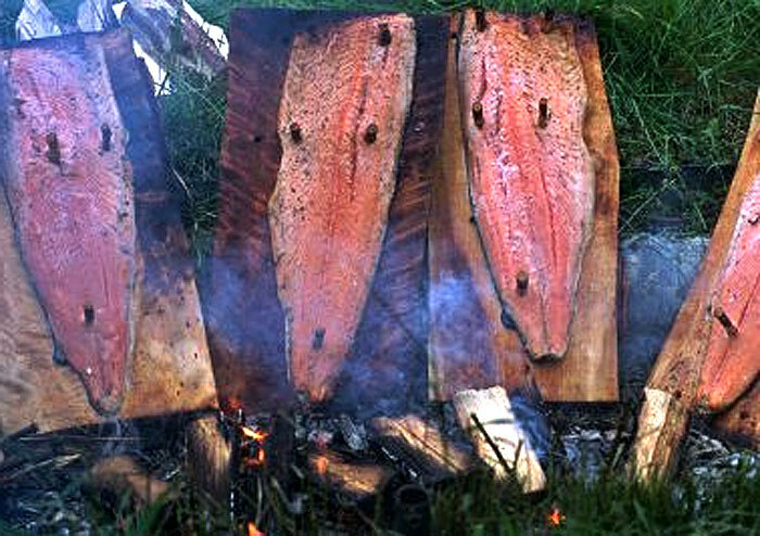 Рыба жаренная на доске