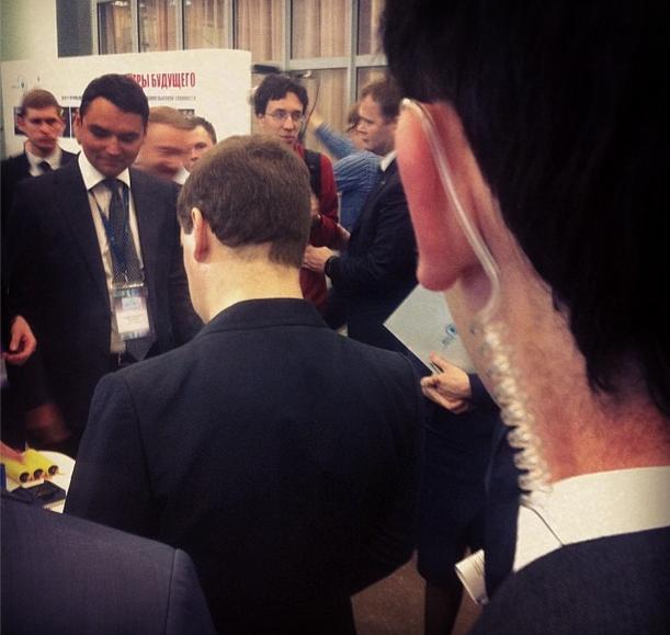 Затылок Дмитрия Медведева (1 фото)