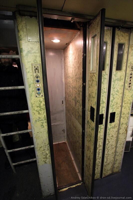 в салон на лифте.