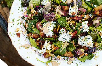 Салат с сыром и беконом