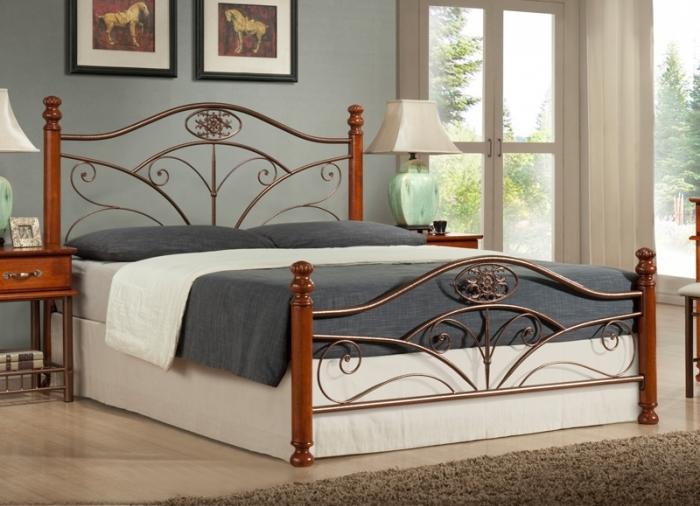 двуспальная коричневая кровать
