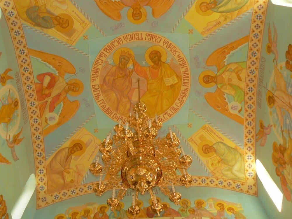 Внутреннее убранство храма (24.01.2014)
