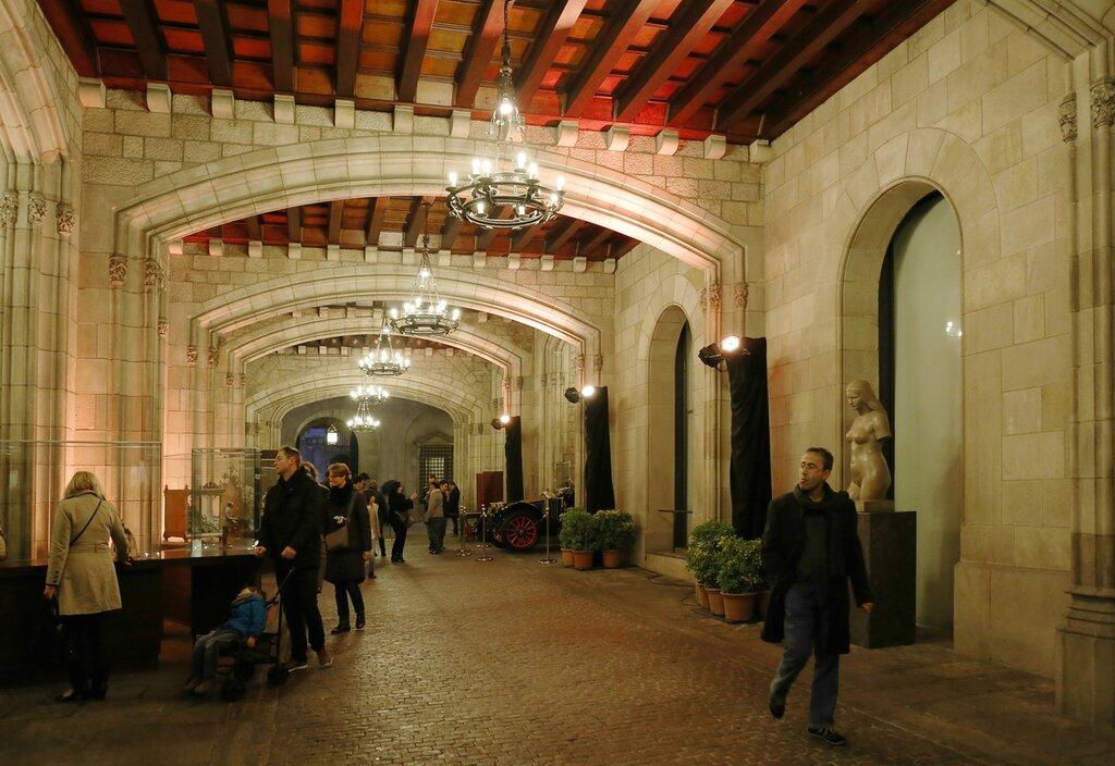 Барселона. Пл. Св.Иакова, Дворец правительства Каталонии. Palacio de la Generalidad. Barcelona.