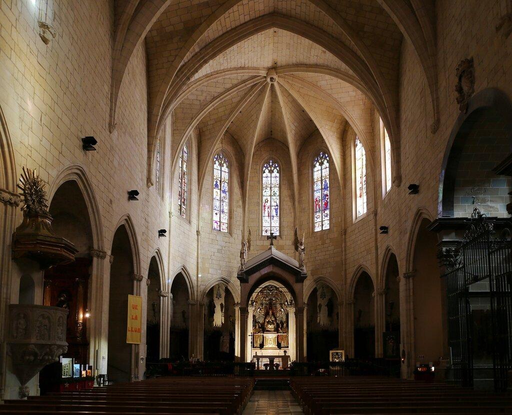 Реус. Церковь Святого Петра. интерьеры. Iglesia Prioral de San Pedrointerior