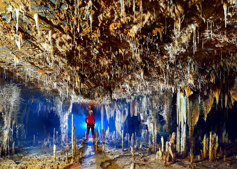 2. Вход в пещеру Терра Ронка впечатляет — 96 метров в высоту и 120 метров в ширину.