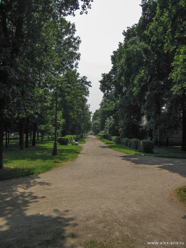 Московский парк Победы. Аллея вдоль проспекта Юрия Гагарина.