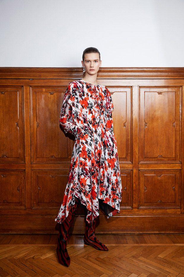 Roberto Cavalli Pre-Fall 2018 Womenswear Collection (29 pics)
