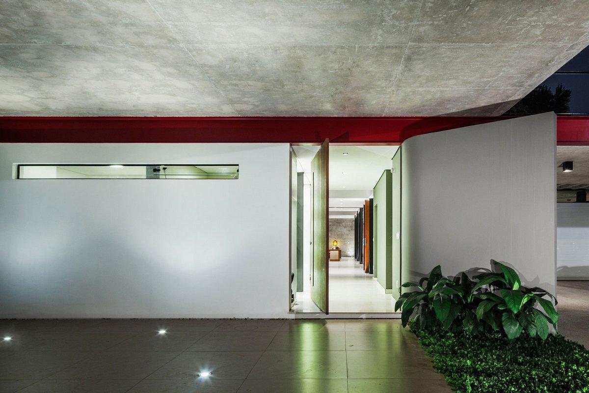 Casa Planalto, частные дома в Сан-Паулу, частный дом в Бразилии, особняки Сан-Паулу, сдвижные стекляные двери, интеграция интерьера и экстерьера