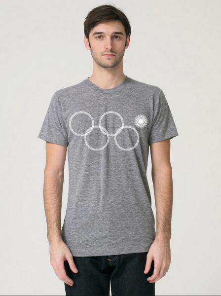 Буржуйский дизайнер Майкл Миллер наладил продажу футболок с олимпийской символикой