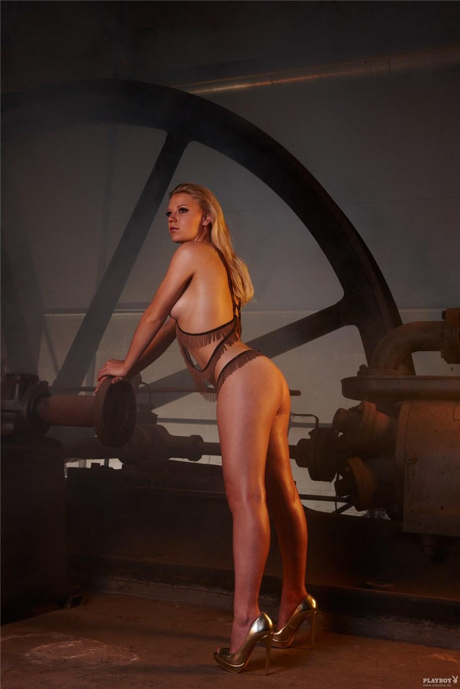 Немецкая биатлонистка Мириам Гёсснер / Miriam Gossner - Playboy Germany march 2014