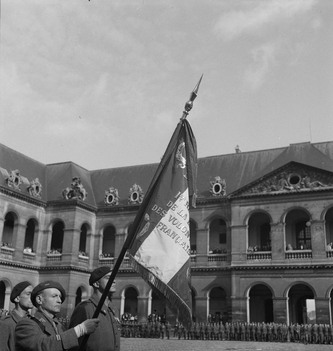 20ю  Флаг и его почетный караул