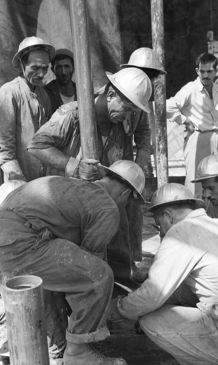 45. Работники нефтяной промышленности, Иран, 1958