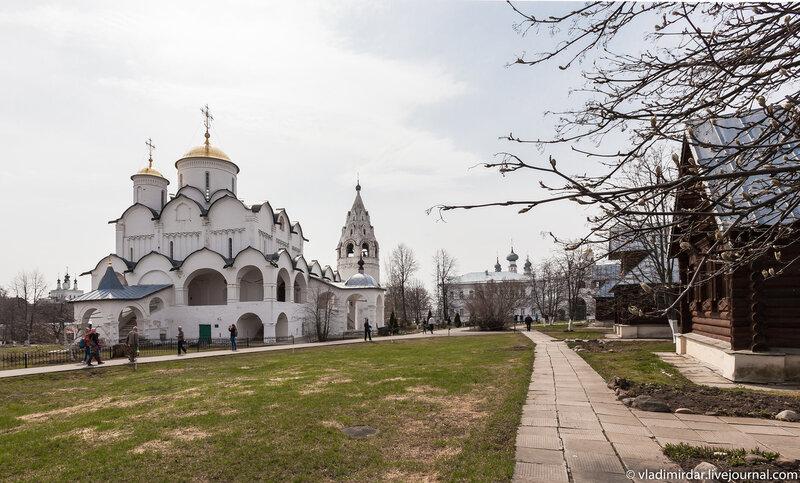 Весна. Свято-Покровский женский монастырь в Суздале.