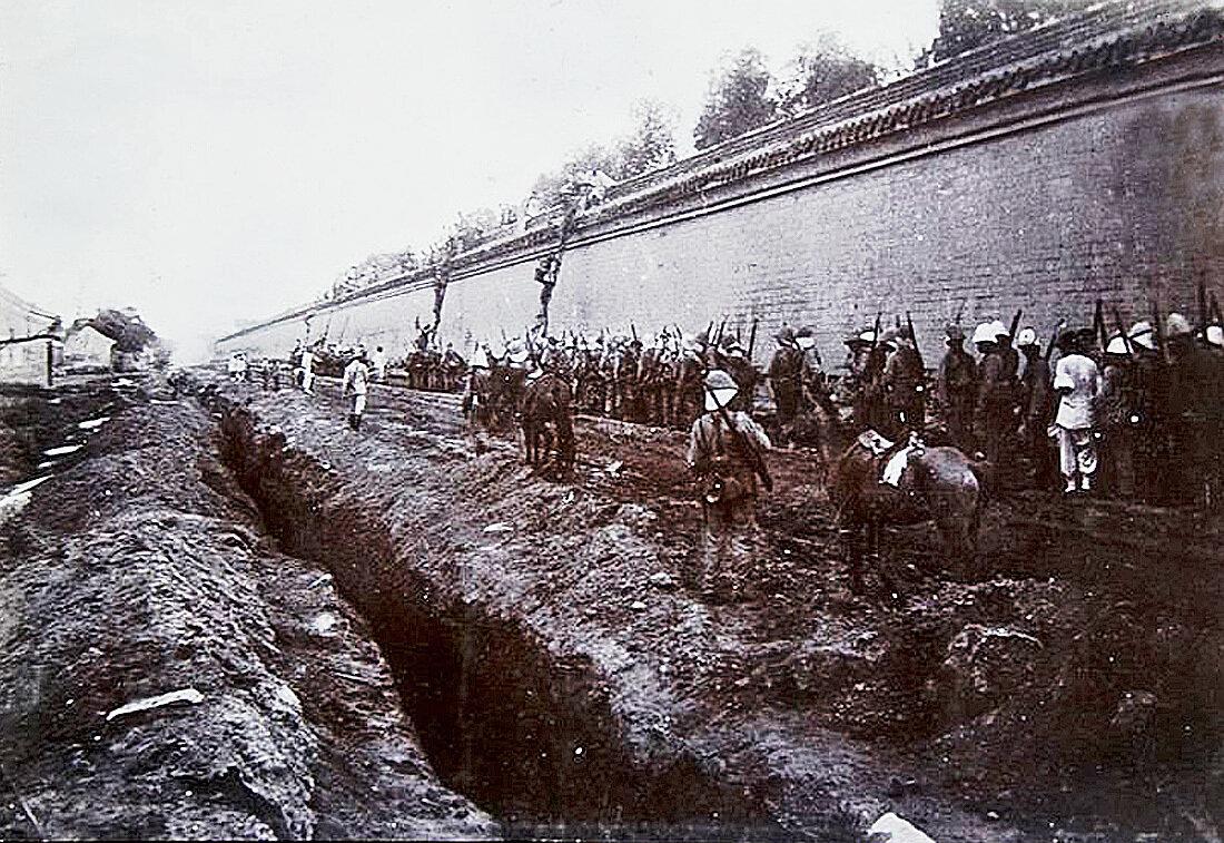 Французские войска идут кратчайшим путём, Боксёрское восстание. 1900 год