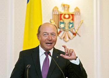 Бэсеску наградил молдавских парламентариев