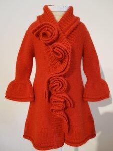 Кашемировое пальто с рюшами и розами спицами