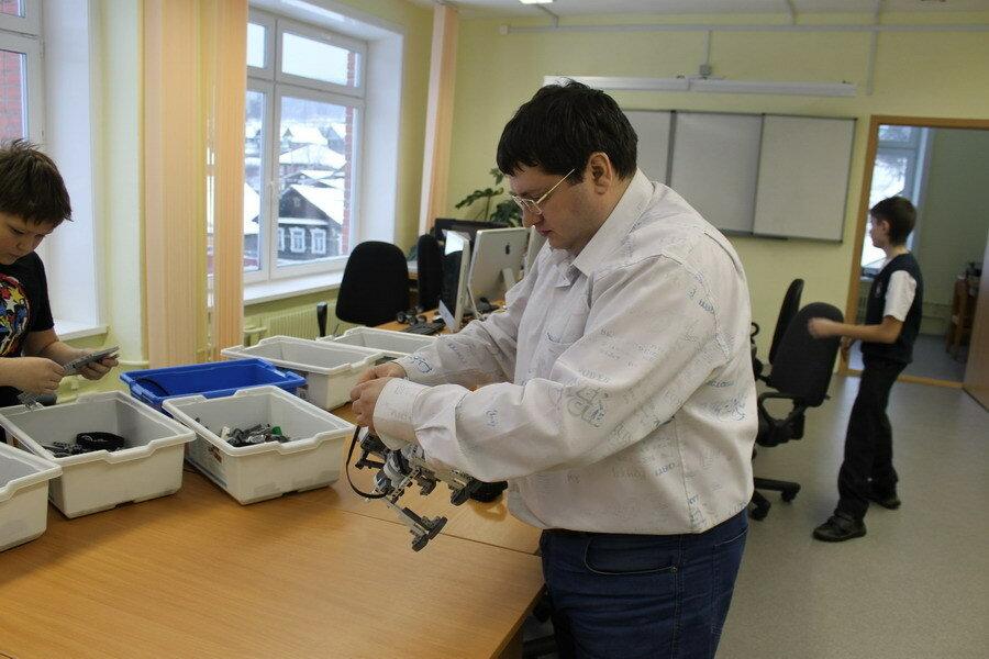 Руководитель студии робототехники В.В. Мещеряков