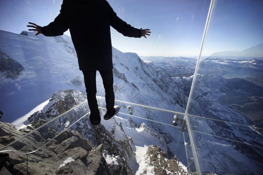 стеклянная комната в Альпах